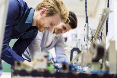 Men in the lab